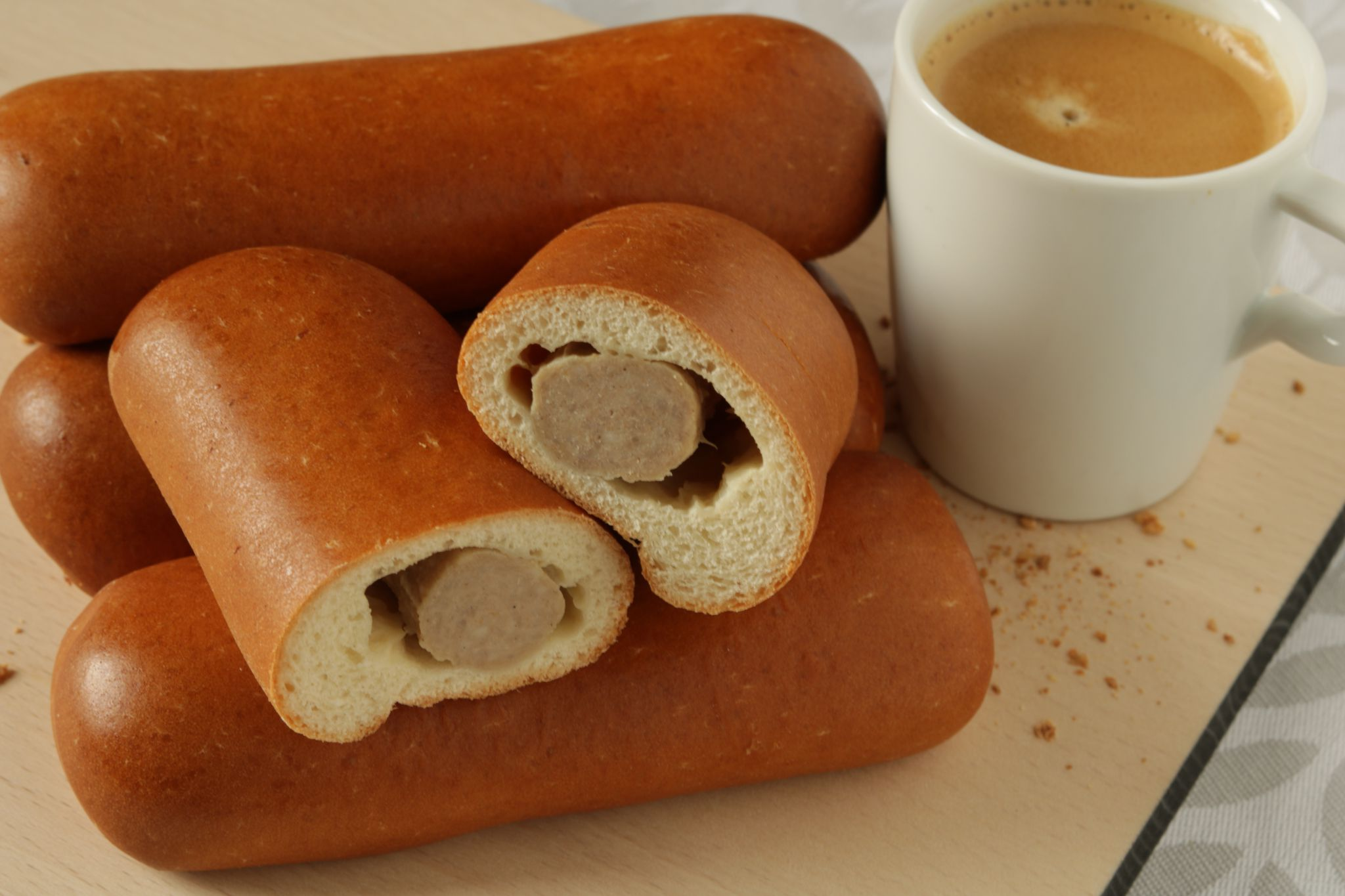 Worstenbroodjes-met-koffie